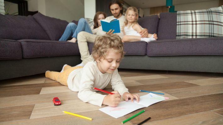 Dagritme; Voorbeeld dagschema en tips voor ouders met kleine kinderen thuis