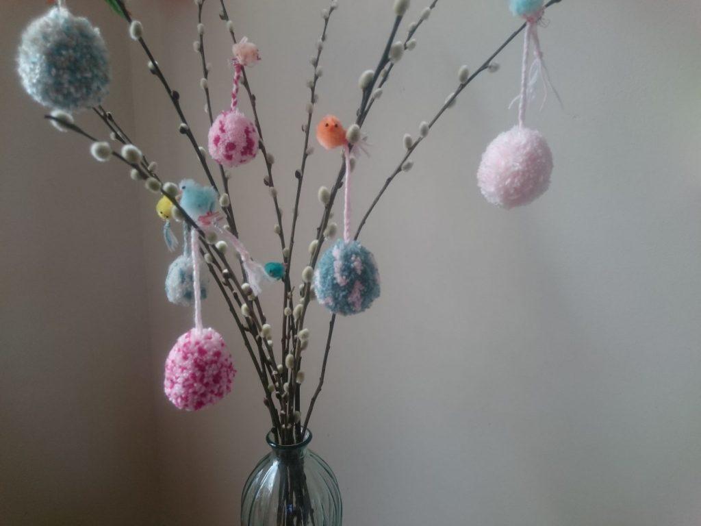 Paas pompom maken; Maak zelf versiering voor Pasen