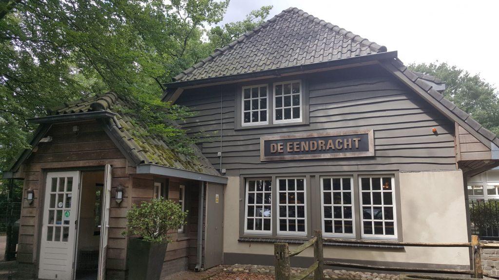 De Eendracht Blaricum; Café restaurant gelegen aan de Tafelbergheide nabij de Tafelberg en de Schaapskooi