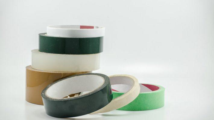 Verschillende soorten plakband om in huis te hebben